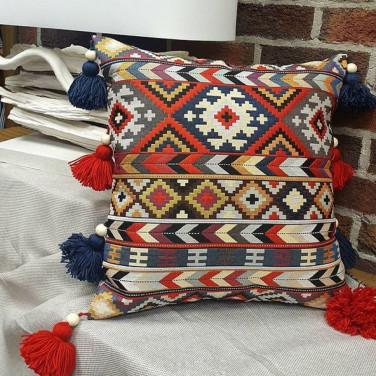 Подушка декоративная с кисточками